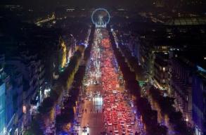 Luces navideñas en los Campos Elíseos - París