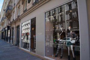 De compras por Montmartre : Maje Stock- París
