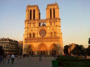 Plaza de Parvis de Notre-Dame - París