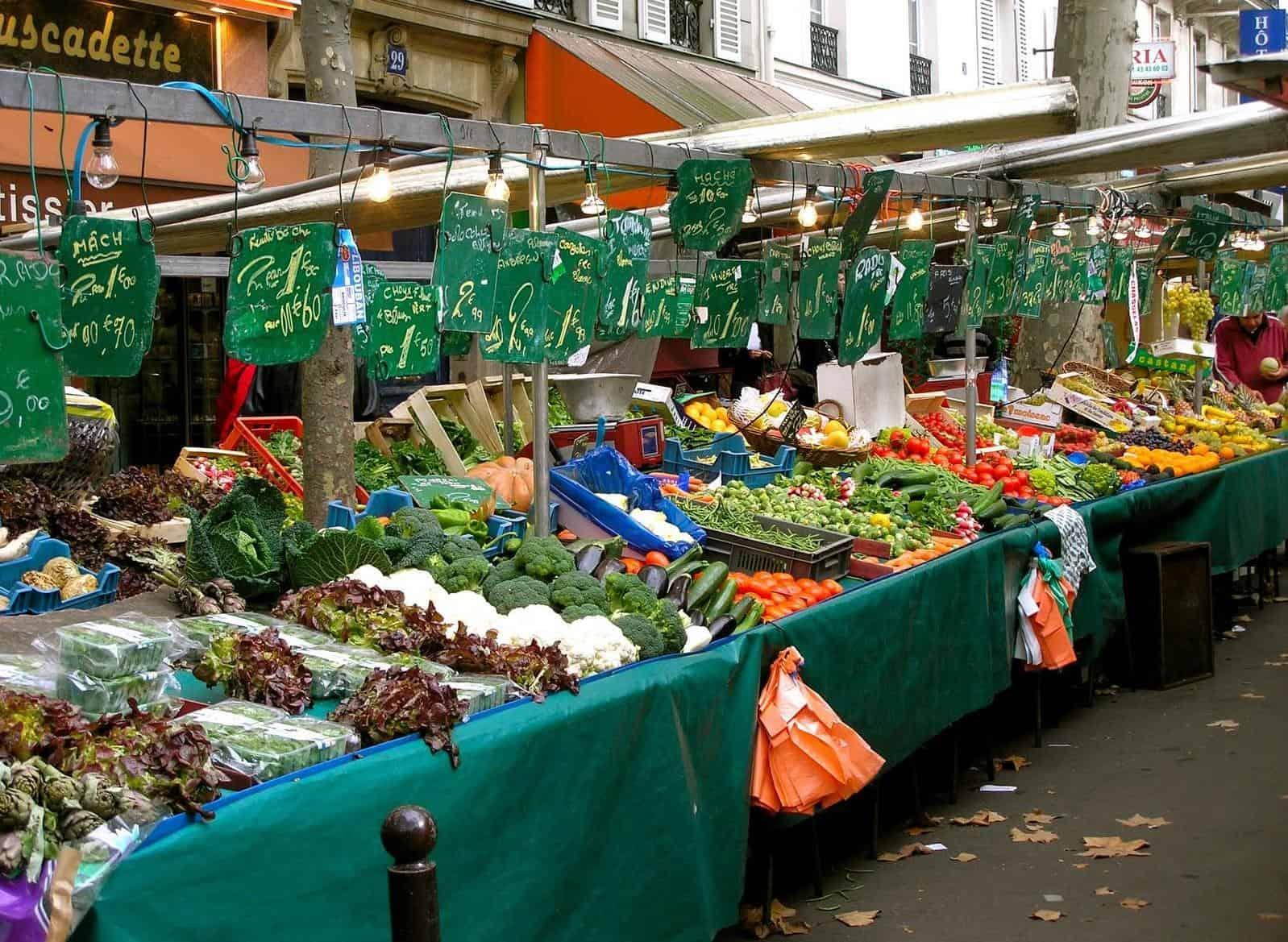Outdoor Food Markets In Paris
