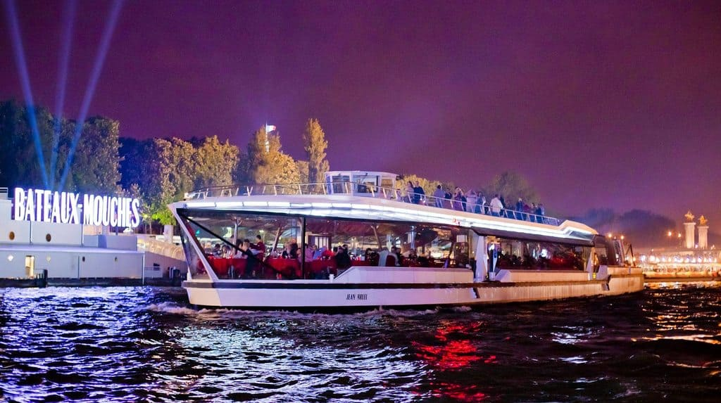bateaux mouches new years eve paris gourmet dinner and cruise