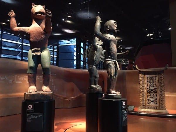 Estatuas de África en el Museo de Quai Branly