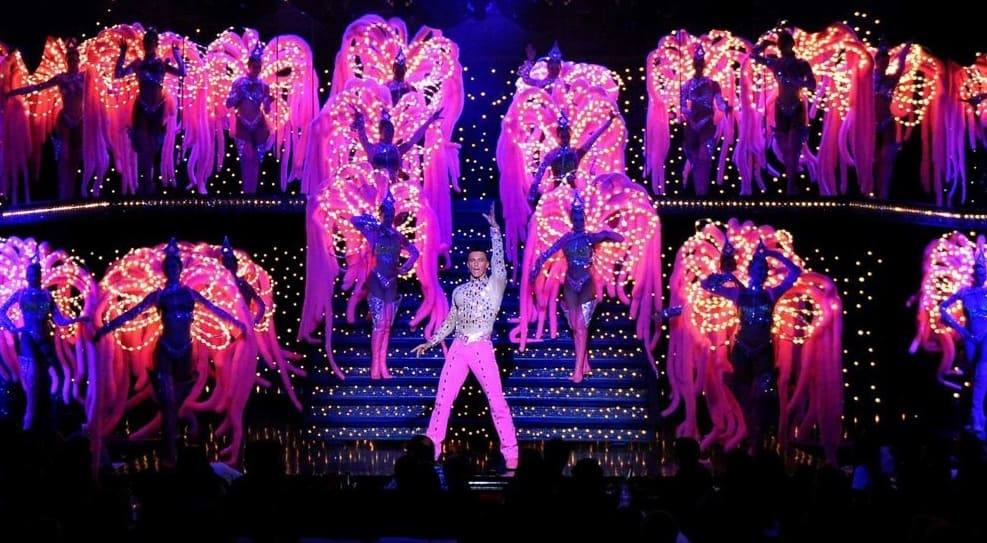 Silvester im Moulin Rouge Cabaret Paris