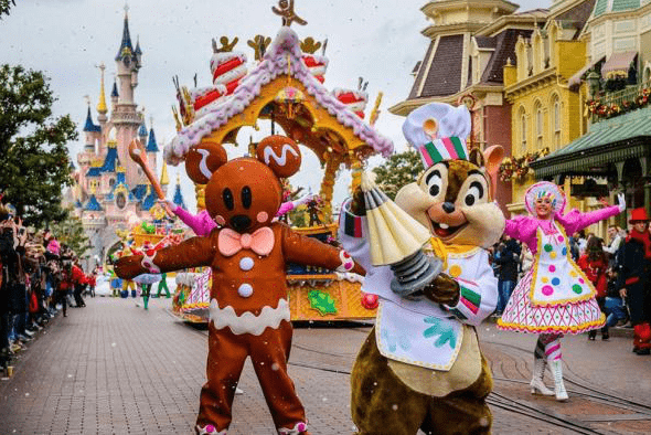 Disneyland Paris' NYE Parade